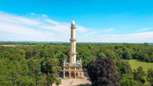 Půjčení auta na výlet k minaretu