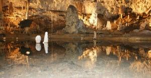 Pronájem auta na výlet do jeskyní