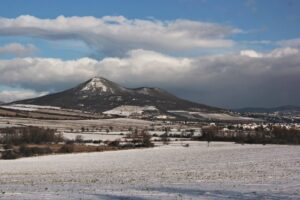 Tipy na romantický výlet – hora Lovoš